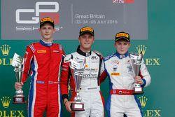Podium : le deuxième, Emil Bernstorff, Arden International, le vainqueur Marvin Kirchhofer, ART Grand Prix et le troisième, Matthew Parry, Koiranen GP