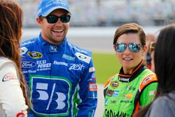 Ricky Stenhouse Jr., Roush Fenway Racing Ford and Danica Patrick, Stewart-Haas Racing Chevrolet
