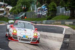 #12 Team Manthey Porsche 997 GT3 R: Otto Klohs, Frédéric Makowiecki, Harald Schlotter, Jens Richter