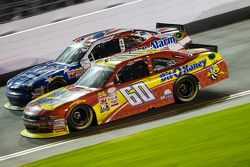 Chris Buescher, Roush Fenway Racing Ford y Regan Smith, JR Motorsports Chevrolet