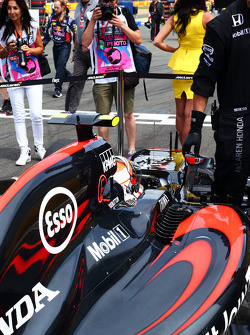 Jenson Button, McLaren MP4-30 op de grid