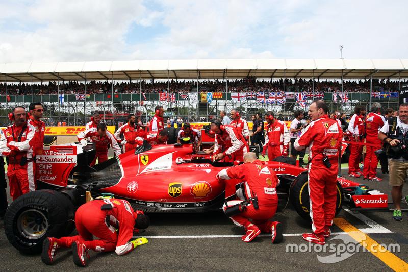 Kimi Raikkonen, Ferrari SF15-T di grid