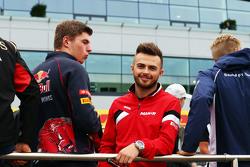 Max Verstappen, Scuderia Toro Rosso met Will Stevens, Manor F1 Team op de rijdersparade