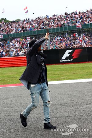Lewis Hamilton, Mercedes AMG F1 with the fans on the drivers parade