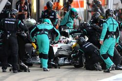Lewis Hamilton, Mercedes AMG F1 Team during pitstop