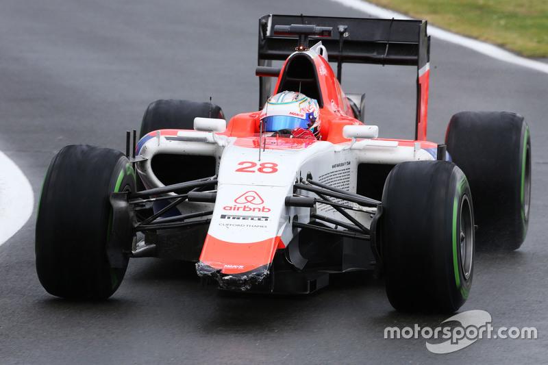 Уилл Стивенс заезжает на пит-лейн со сломаным передним антикрылом, Гран При Великобритании