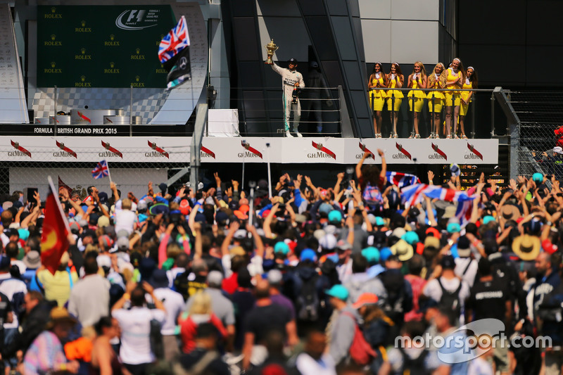 Race winner Lewis Hamilton, Mercedes AMG F1 celebrates on the podium.