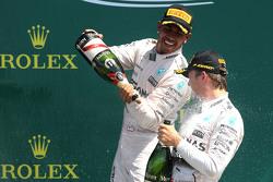 Льюис Хэмилтон, Mercedes AMG F1 Team и Нико Росберг, Mercedes AMG F1 Team