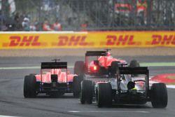 Will Stevens ve Roberto Merhi, Fernando Alonso'nun önünde