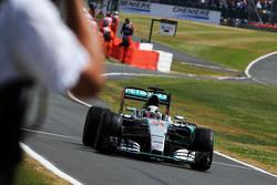 Winnaar Lewis Hamilton, Mercedes AMG F1 W06 viert aan de finish