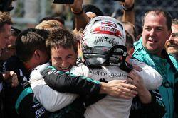 El ganador, Lewis Hamilton, Mercedes AMG F1 celebra en el parc ferme