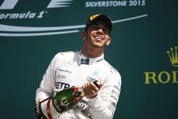 Winnaar Lewis Hamilton, Mercedes AMG F1 viert op het podium