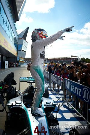 Race winner Lewis Hamilton, Mercedes AMG F1 Team
