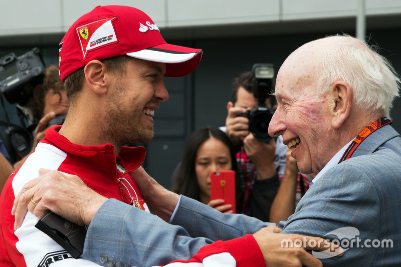 (Soldan sağa): Sebastian Vettel, Ferrari ile John Surtees