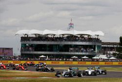 Lewis Hamilton, Mercedes AMG F1 W06 no início da corrida