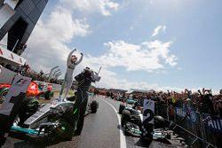 Ganador, Lewis Hamilton, Mercedes AMG F1 W06 celebra en el parc ferme