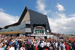 Podium: Nico Rosberg, Mercedes AMG F1, segundo; Lewis Hamilton, Mercedes AMG F1, ganador; Sebastian