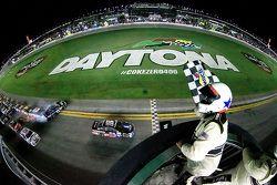 Dale Earnhardt Jr., Hendrick Motorsports Chevrolet wins, while Denny Hamlin, Joe Gibbs Racing Toyota spins
