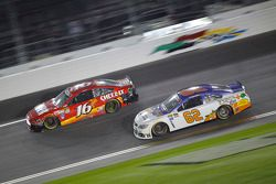Greg Biffle, Roush Fenway Racing, Ford, und Brendan Gaughan, Richard Childress Racing, Chevrolet
