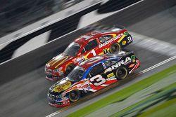 Jamie McMurray, Chip Ganassi Racing Chevrolet and Austin Dillon, Richard Childress Racing Chevrolet