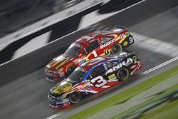 Jamie McMurray, Chip Ganassi Racing, Chevrolet, und Austin Dillon, Richard Childress Racing, Chevrol