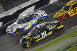 Casey Mears, Germain Racing Chevrolet y Carl Edwards, Joe Gibbs Racing Toyota