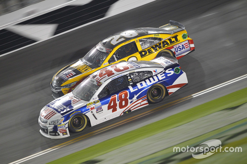 Matt Kenseth, Joe Gibbs Racing, Toyota, und Jimmie Johnson, Hendrick Motorsports, Chevrolet