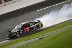 Martin Truex Jr., Furniture Row Racing Chevrolet se crashe
