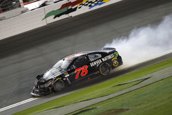Martin Truex Jr., Furniture Row Racing Chevrolet choca