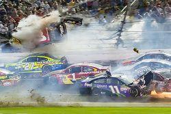 Austin Dillon, Richard Childress Racing Chevrolet impliqué dans un énorme crash à l'arrivée