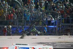 Un trou dans le grillage du Daytona International Speedway