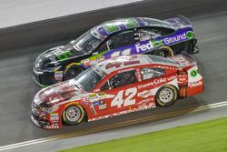 Kyle Larson, Ganassi Racing Chevrolet and Denny Hamlin, Joe Gibbs Racing Toyota