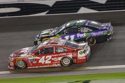 Kyle Larson, Ganassi Racing Chevrolet y Denny Hamlin, Joe Gibbs Racing Toyota