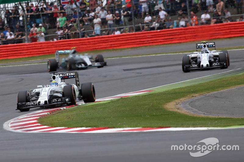 Это первый раз с 2015 года, когда в гонке лидировала машина, представляющая не Mercedes, не Ferrari и не Red Bull. Тогда четыре года назад в Великобритании Гран При удалось возглавить Фелипе Массе за рулем Williams. Между той и нынешней сингапурской гонкой прошло 86 Гран При