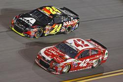 Jeff Gordon, Hendrick Motorsports Chevrolet y Kyle Larson, Ganassi Racing Chevrolet