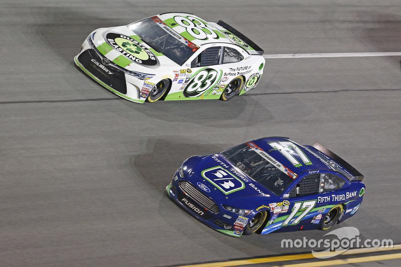 Matt di Benedetto, BK Racing, Toyota, und Ricky Stenhouse jr., Roush Fenway Racing, Ford