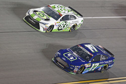 Matt di Benedetto, BK Racing, Toyota, und Ricky Stenhouse jr., Roush Fenway Racing, Ford