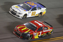 Brendan Gaughan, Richard Childress Racing Chevrolet y Jamie McMurray, Chip Ganassi Racing Chevrolet
