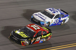 Clint Bowyer, Michael Waltrip Racing, Toyota, und David Ragan, Michael Waltrip Racing, Toyota