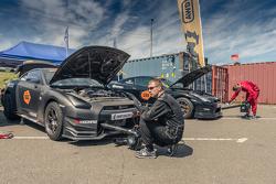 Два Nissan GT-R готовят к заездам