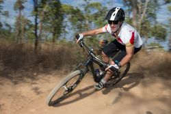 Jamie Whincup, Red Bull, Holden, auf einem Mountainbike