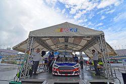 Trevor Bayne, Roush Fenway Racing Ford goes through inspection