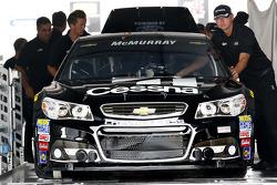 Jamie McMurray, Chip Ganassi Racing Chevrolet va a la inspección