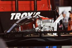 Las partes del truck destrozado de Ben Kennedy