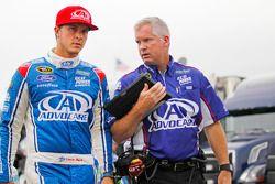 Trevor Bayne, Roush Fenway Racing Ford con el jefe de equipo Bob Osborne