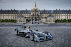 Formula E aracı Paris'te