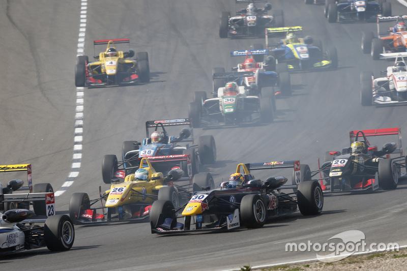 Ryan Tveter, Jagonya Ayam with Carlin Dallara Volkswagen dan Callum Ilott, Carlin Dallara Volkswagen