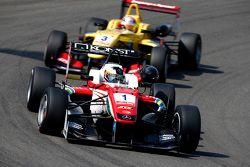 Felix Rosenqvist, Prema Powerteam Dallara Mercedes-Benz et Antonio Giovinazzi, Jagonya Ayam with Carlin Dallara Volkswagen