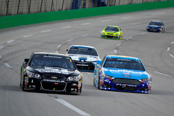 Jamie McMurray, Chip Ganassi Racing Chevrolet y Aric Almirola, Richard Petty Motorsports Ford