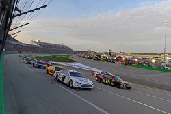 Brad Keselowski, Team Penske Ford y Jeff Gordon, Hendrick Motorsports Chevrolet